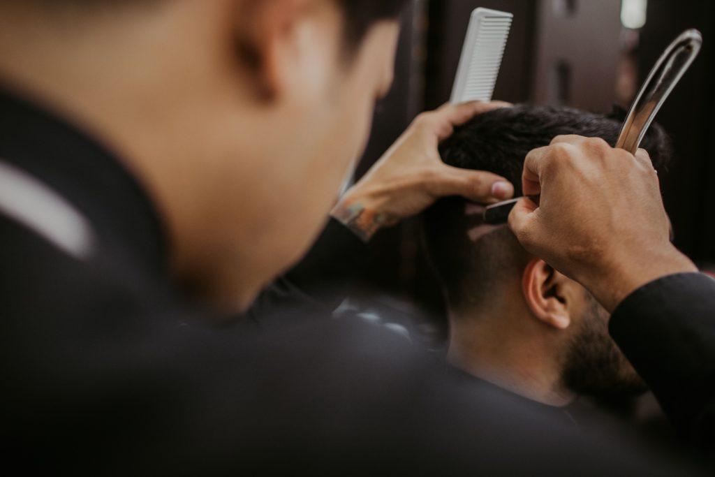 Un peluquero que no es normal