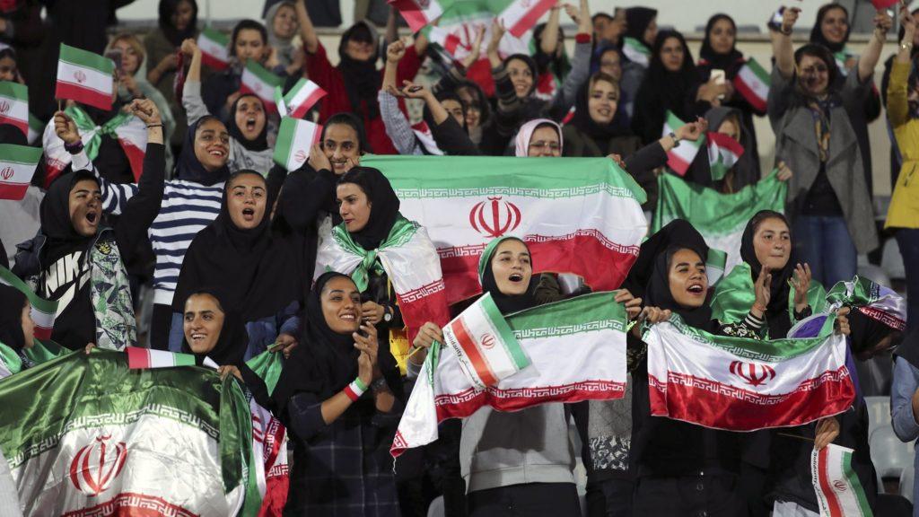 UEFA apoya a que las mujeres ingresen a los estadios