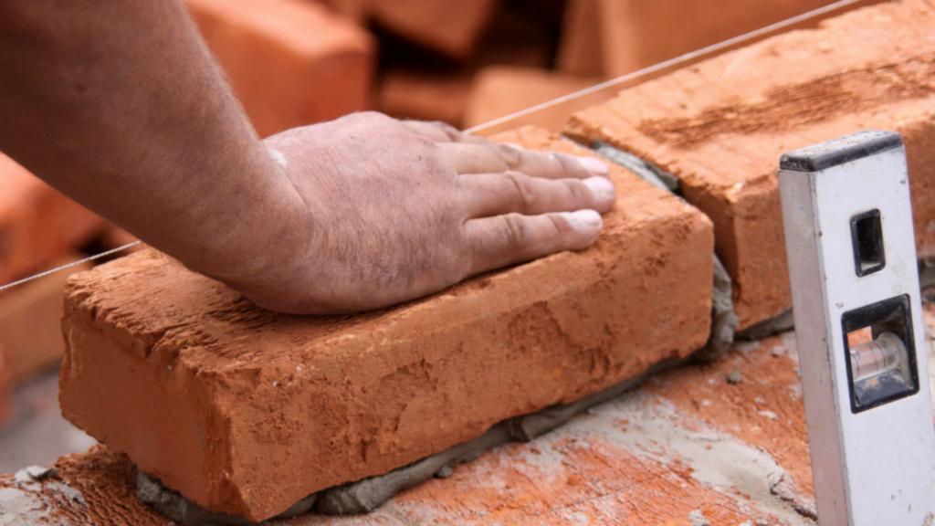 Cenizas convertidas en ladrillos para reconstruir escuelas