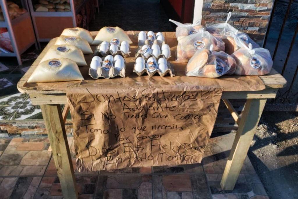 Panadería en Retalhuleu dona alimentos a quién los necesite