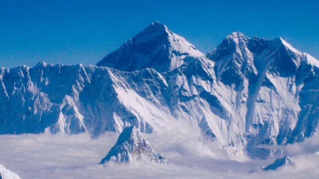 El monte Everest tiene una nueva altitud