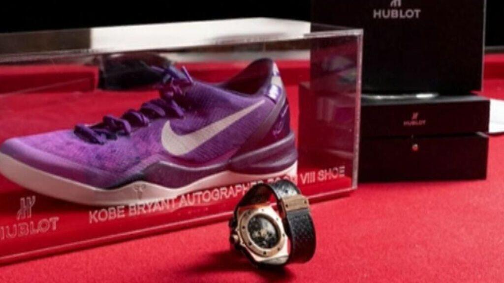 Subastan reloj Hublot firmado por Kobe Bryant